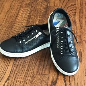 Born Black leather tennis shoes sz7